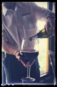 Service du vin : carafage d'une Côte-Rôtie 2007 du domaine Corps de Loup