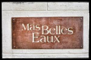 Plaque fer forgé - enseigne du Mas Belles Eaux, Caux, Languedoc